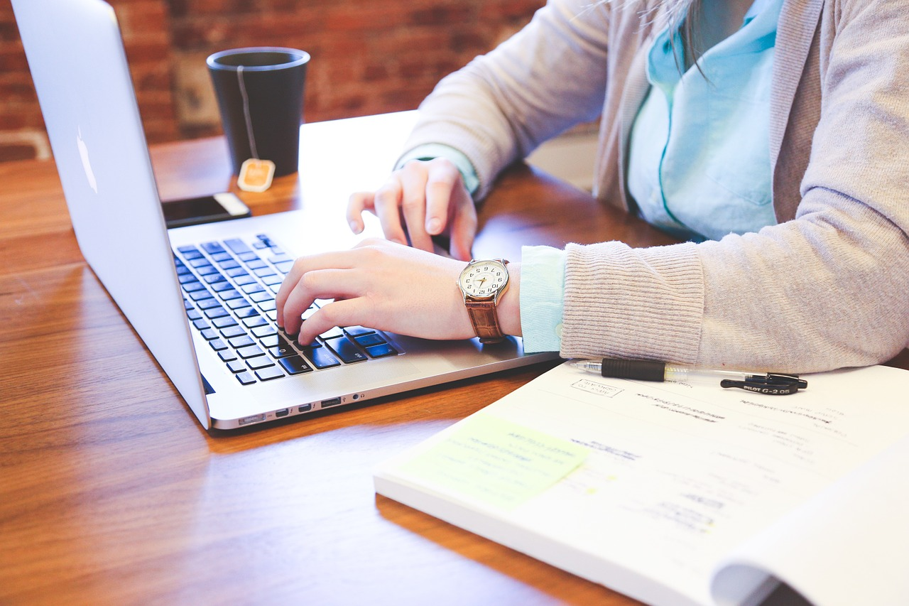 チャットサイトで稼ぐ,女性に人気の在宅ワーク