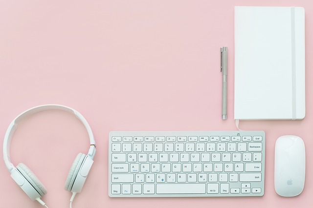チャットレディに必要なものはコレ!パソコン環境と必需品3つ|チャットレディで副業!始め方と安全に稼げるおすすめサイト