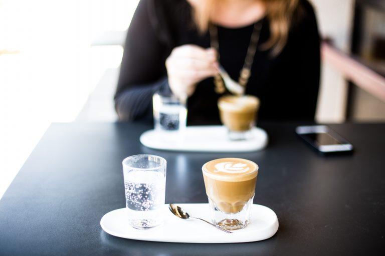 女性のカフェタイム