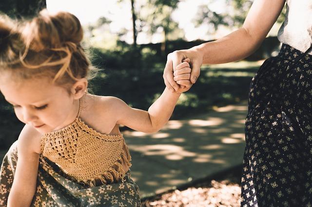 夜の仕事と子育ての両立の悩みを解消!子供との時間を確保するコツ